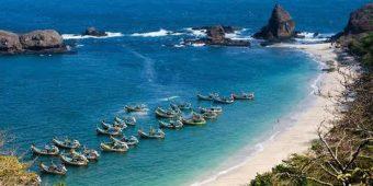 voyage moto plage indonésie