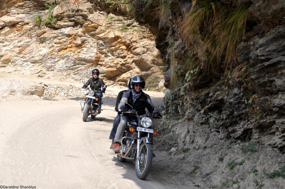 Trip moto himalaya entre monts et rivi res sacr es en for Hotel avec garage moto