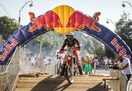 """<h3>A passion for enduro</h3>  Philippe is above all a passionate biker in search of new challenges and new horizons! He has taken part in several motorcycle competitions including """"<a href=""""http://www.redbullromaniacs.com/pl/dla-zawodnikow/competitors-profile/?rid=7698"""">Redbull Romaniacs</a>"""". This enduro fan doesn't hesitate to push his own limits. His first bike was an Aprilia RX50 """"Corsa Corta"""" (which will ring a bell to our most specialized readers). He run at several races in Belgian championship, being part of the junior category. « At 32 years old, it makes a lot of people smile,» he laughs."""