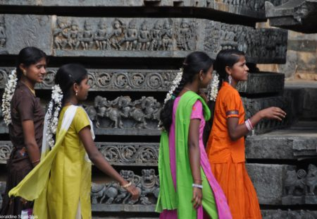 """<h2>Quelle région choisir en Inde?</h2>  L'Inde est un pays vaste et extrêmement diversifié. Nos différents <a href=""""https://www.vintagerides.com/"""">voyages moto</a> vous emmènent aux quatre coins du pays: Himalaya, Rajasthan, Inde du Sud, Madhya Pradesh, Odisha. Choisissez votre destination en fonction de votre niveau moto, de la bonne saison et bien sûr de vos envies. Posez-vous les bonnes questions. De combien de temps disposez-vous? Une première expérience, l'envie d'en prendre plein les yeux? Vous n'êtes pas un gros rouleur et appréciez le côté confortabled'un bon hôtel ? Vous rêvez de tropiques et de paysages luxuriants? Vous aimez l'adversité et les défis physiques ou plutôt les sites culturels et l'histoire? Renseignez-vous avant de partir, discutez avec nos experts voyages, regardez nos vidéos."""
