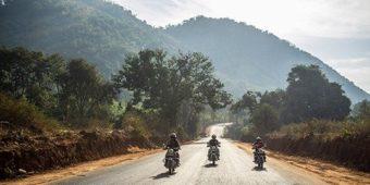 route moto paysage odisha