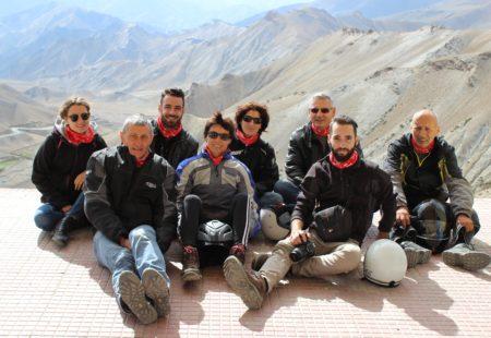 """<h3>Rejoignez l'aventure Vintage Rides au Népal</h3>  Benoit a rejoint l'équipe Vintage Rides l'année dernière. Il est arrivé cette semaine à Katmandou et y restera jusqu'à la fin de la première partie de la saison fin mai pour accueillir les riders, organiser les voyages avec les accompagnateurs moto, contrôler les motos sur place, bref pour s'assurer que tout se déroule du mieux possible ! Il a déjà séjourné aux Etats-Unis, en Chine, en Nouvelle-Zélande et en Australie, et le Népal est pour lui un choix évident. Si comme lui vous aimez la montagne, les grands espaces, et l'aspect mystique et spirituel qu'inspirent l'hindouisme et le bouddhisme, le Népal vous enchantera. N'hésitez pas à contacter Benoit et toute l'équipe d'experts voyage Vintage Rides pour avoir plus d'informations sur nos <a href=""""https://www.vintagerides.com/voyage-moto/nepal/"""">voyages moto au Népal</a> et vous lancer dans l'aventure ! Alors, on vous voit quand ?"""