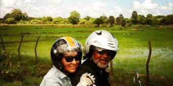 sri lanka en moto couple riziere