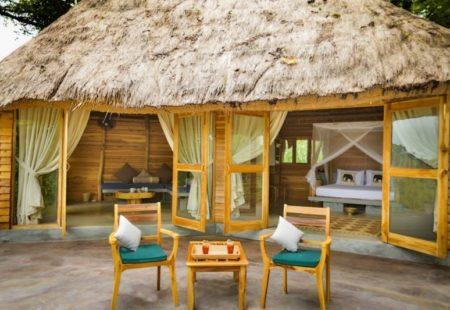 <h3>Zoom sur GAL OYA</h3>  Le parc national de Gal Oya se situe dans le Sud-est de l'île, à environ 150 km de Kandy. Là, au milieu de la jungle, se trouve un hébergement insoupçonnable: Gal Oya Lodge, où nous séjournons deux nuits. Ce projet unique au Sri Lanka conjugue à merveille l'environnement sauvage et le service haut de gamme. Une équipe dynamique s'occupe du lodge à plein temps et partage sa passion et son professionnalisme. Une cuisine exquise, des guides naturalistes qualifiés, un service personnalisé, un confort optimal et un véritable souhait de préserver les ressources locales et l'environnement.